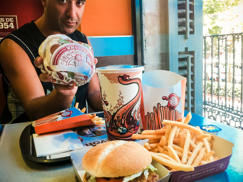Kip satisfait de son Burger King © 2012 Jessica VALOISE